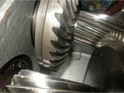 Inspection and repair on FLENDER B3-SV-7A gearbox