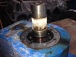 Service on a FLENDER gearbox
